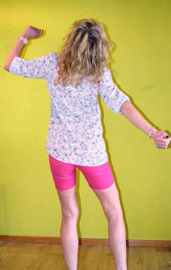 the perfect tunic, wardrobe by me, new pdf pattern, ebook, diy tunic, tunika, flanellhemd, chiffonbluse, diy mode, julia lutter, derdiedaspunkt, modeblog, diy fashionblog, german blog, ginger jeans, sewera skinny jeans, skinny shorts, diy shorts, driessenstoffe, diy lederjeans, lederimitat, stoffe hemmers, nähblog, german fashion blog, 50 plus influencer, i make my clothes, nähen statt kaufen, diy don't buy, probenähen, ärmellose bluse nähen, kleidung nähen, schnittmuster tunika, pattern tunic, pattern testing, design nähen, handmade fashion,
