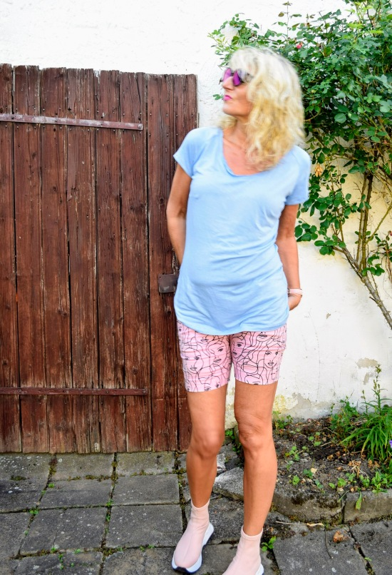 simply raglanshirt, sewera fashion, diy fashion blogger, nähen ü50, diy sommerfashion, diy shirt, raglan shirt nähen, nähen statt kaufen, diydontbuy, offenes Bündchen tutorial, eigener shirt schnitt, me made, sewing love, raglan pattern, shirt wickeloptik,